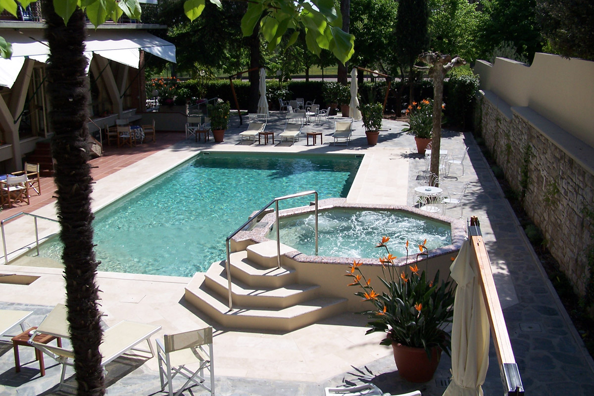 Hotel montecatini terme con piscina hotel 4 stelle for Hotel con piscina