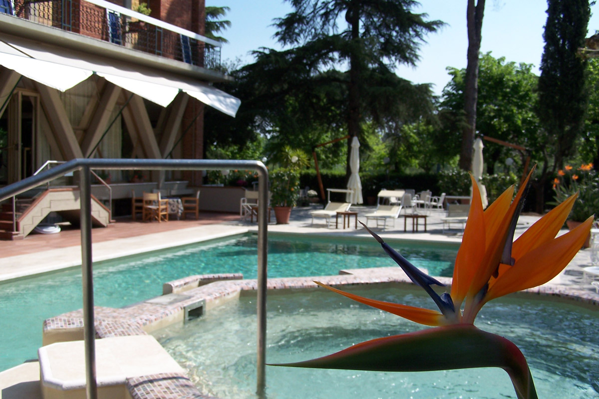 Hotel montecatini terme con piscina hotel 4 stelle montecatini terme - Hotel con piscina termale toscana ...